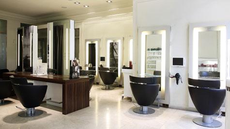 Carlos oliveras apuesta por el concepto 39 belleza total - Salones de peluqueria decoracion fotos ...